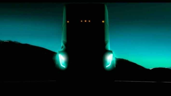 Musk retrasa la presentación del primer camión de Tesla: Ahora será anunciado en octubre