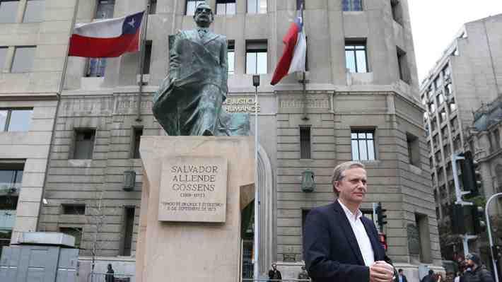 Polémica por figura de Salvador Allende continúa: Kast exige ahora renuncia de embajador en EE.UU. ¿Qué opinas?