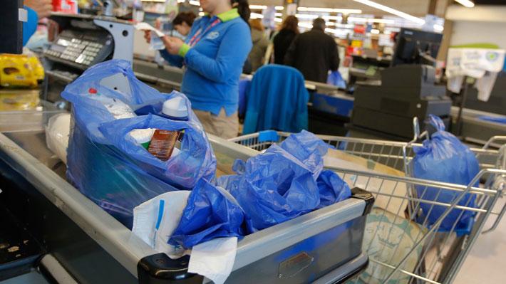"""No más bolsas plásticas: Alcaldes que ya implementaron la medida aseguran que """"costó acostumbrarse"""""""