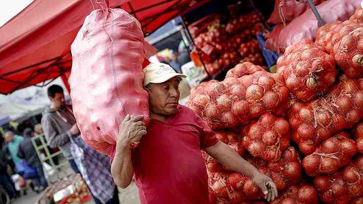 """¿Beneficio para los trabajadores o las empresas? Implementación de la """"Ley del saco"""" abre el debate."""
