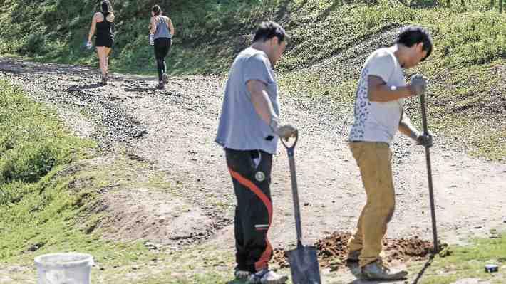 Municipalidad de Vitacura cierra ingreso al cerro Manquehue por fallo judicial. ¿Qué te parece?