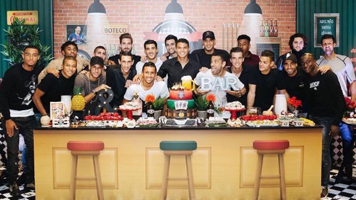 La foto de cumpleaños que aumentó los rumores de quiebre en el PSG por la polémica entre Neymar y Cavani
