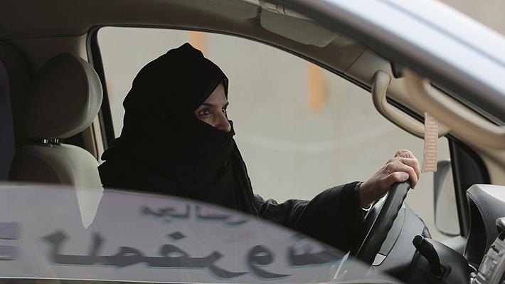 Un paso más hacia la igualdad: Arabia Saudita elimina norma que prohibía a las mujeres conducir automóviles