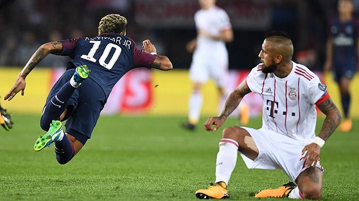 """¿Fue falta de Vidal o """"piscinazo"""" de Neymar?: La discutida jugada por la que amonestaron al chileno"""