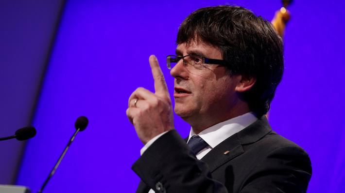 Presidente de Cataluña exige retiro de la policía desplegada en la zona por el Gobierno español