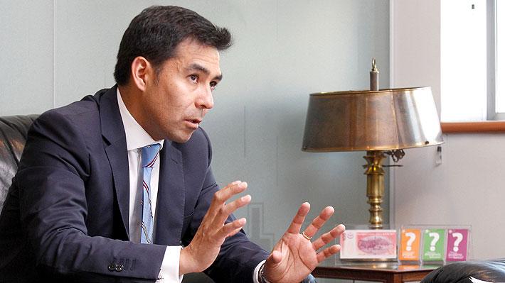 """Superintendente de Bancos y educación financiera de los chilenos: """"Somos analfabetos"""""""