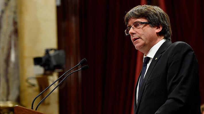 Presidente de Cataluña proclama la independencia de la región pero la suspende para dialogar con el Gobierno
