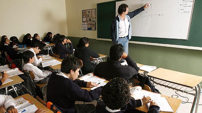 """""""Aporte por gratuidad"""": ¿Qué es y por qué enfrenta al Gobierno con los colegios, la oposición e incluso parte del oficialismo?"""