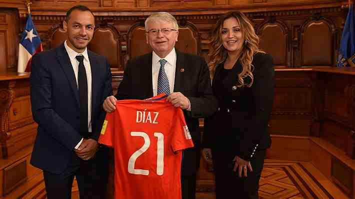 """Esposa de Marcelo Díaz critica a Pizzi y desliza falta de """"educación y respeto"""" del DT. ¿Cómo lo ves?"""