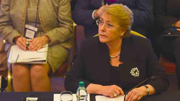 """Bachelet a OMS: """"Chile es uno de los países con más sobrepeso y obesidad"""". ¿Cómo enfrentar esto?"""