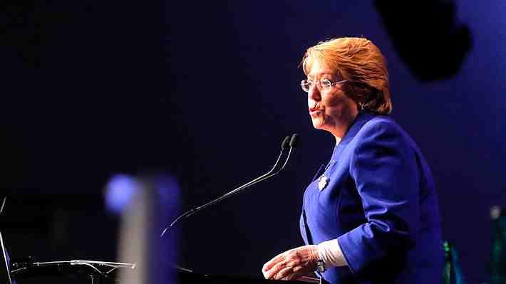 """Bachelet contra Piñera en Enade: """"Pensar de esa manera demuestra perspectiva limitada"""". Opina aquí."""
