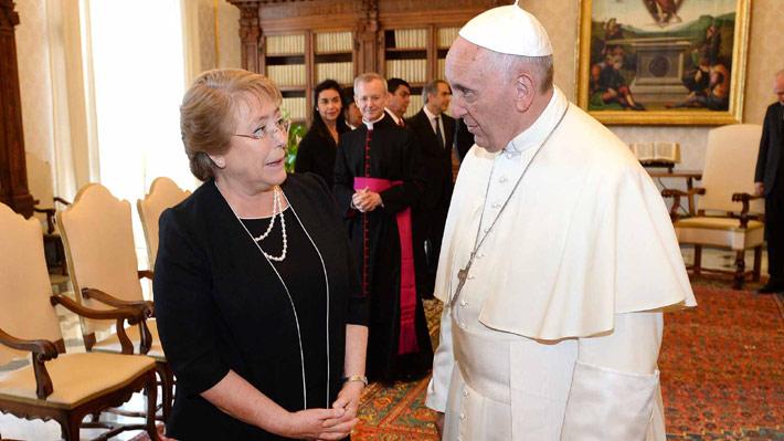 Presidenta Bachelet no se asomará junto al Papa Francisco al balcón de La Moneda