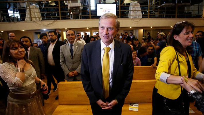 """Kast comparte con evangélicos en último día de campaña: """"A Chile le falta Dios"""""""