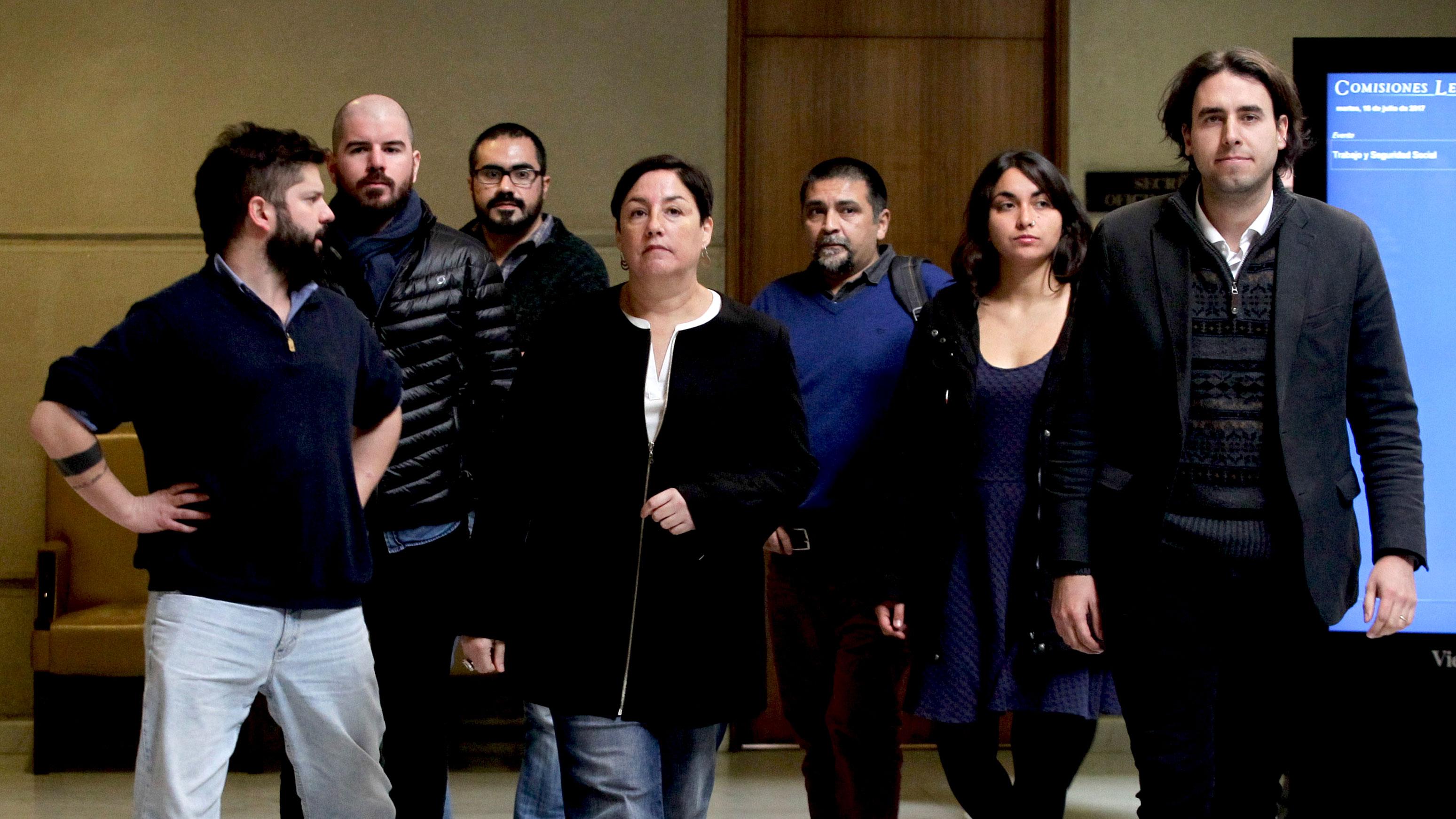 """Las críticas del Frente Amplio a Guillier tras el llamado del senador a que el bloque """"no desoiga la historia"""""""