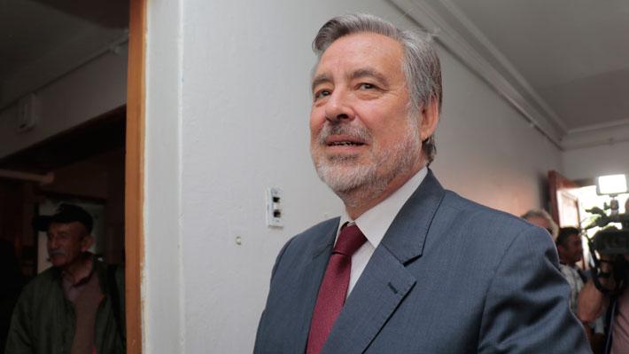 Guillier dice que no está contra las empresas y explica por qué cotiza en Isapre y no se cambia a Fonasa