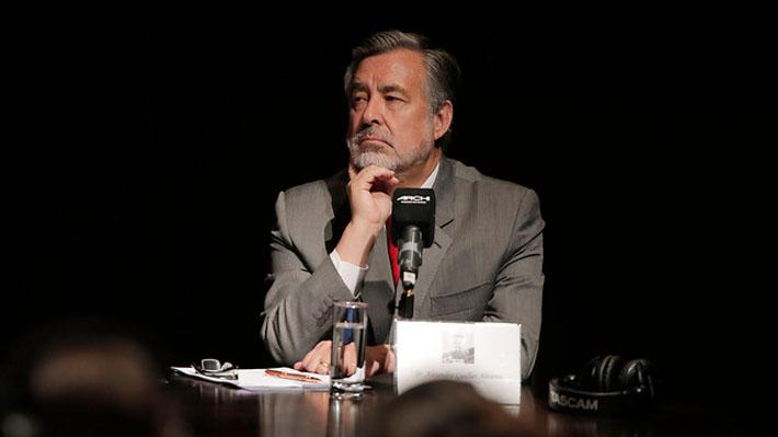 Equipo de Guillier sale a explicar propuesta de condonación del CAE tras dichos del candidato