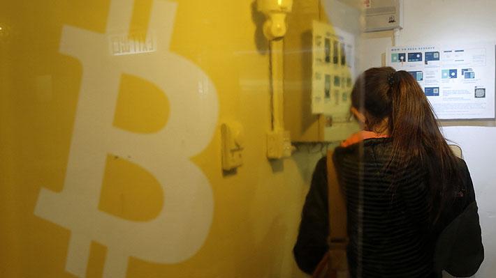 Bitcoin se dispara más del 10% tras su debut en el mercado de futuros