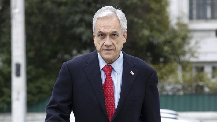"""Piñera a Guillier: """"Si tiene consecuencia y decencia, denuncie el escándalo del Gobierno con las listas de espera"""""""