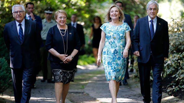 """Bachelet tras reunión con Piñera: """"Ha sido electo y le entregaré la banda como corresponde"""""""