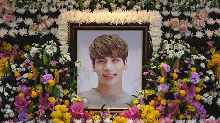 Seis de las estrellas más grandes del K-pop llevaron el ataúd del cantante Kim Jong-Hyun