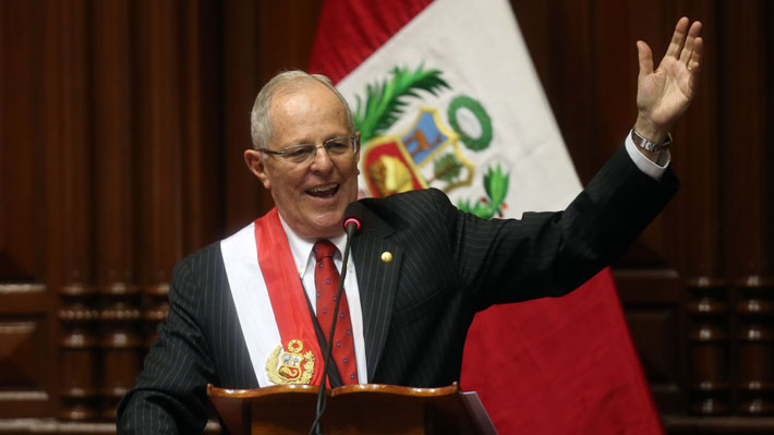 Congreso peruano rechaza moción de vacancia y Kuczynski se salva de la destitución