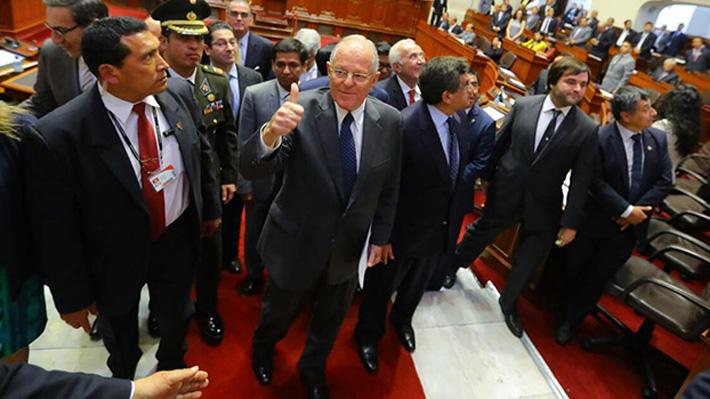 """PPK llama a la """"reconciliación y reconstrucción"""" de Perú  tras salvarse de ser destituido por el Congreso"""