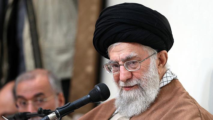 """Líder supremo de Irán acusa a los """"enemigos"""" del país de estar detrás de las manifestaciones"""