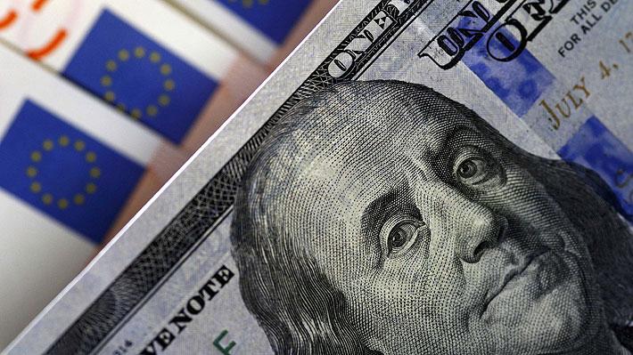 Dólar se desploma en su primer día de 2018 y toca mínimos de casi tres años