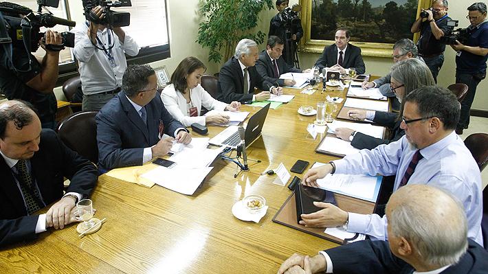 Comisión de RR.EE. del Senado aprueba por unanimidad solicitud de Presidenta Bachelet para viajar a Cuba