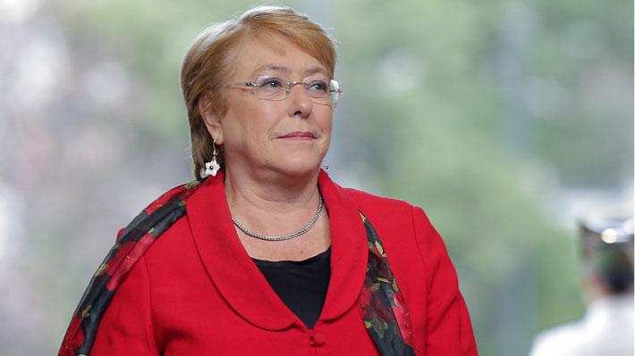 """La Moneda y viaje de Bachelet a Cuba: """"Es normal que los presidentes realicen viajes internacionales hasta el último día"""""""