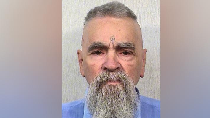 Cuerpo de Charles Manson permanece congelado por pelea legal sobre sus restos