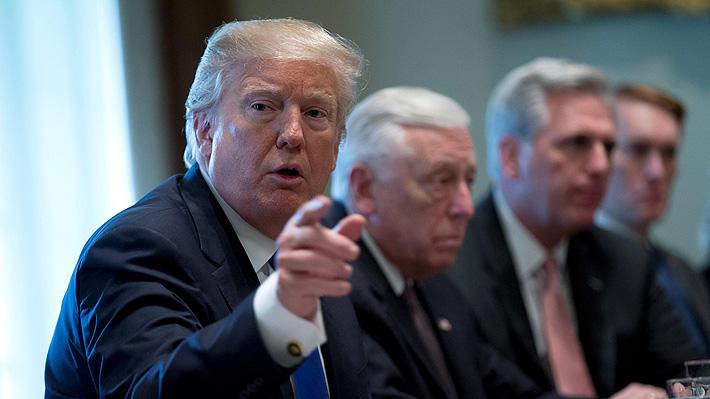 """Presidente Trump se refiere a El Salvador, Haití y países africanos como """"agujeros de mierda"""""""