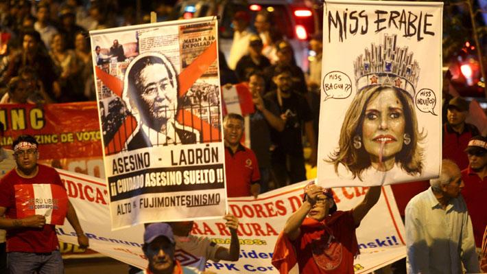 """""""Es un insulto"""": Miles de peruanos marchan contra el indulto a Alberto Fujimori"""