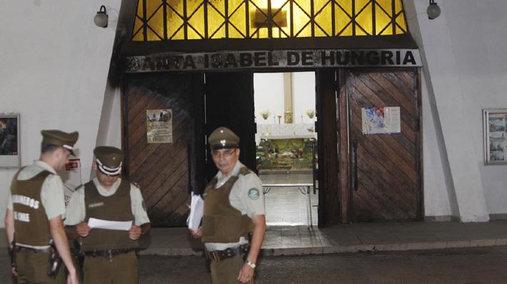 Atacan iglesia con artefacto incendiario en Estación Central y dejan mensaje contra el Papa Francisco