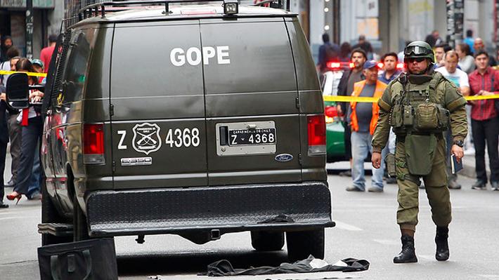 GOPE realiza operativo en el centro de Santiago por cuarto artefacto explosivo en una parroquia