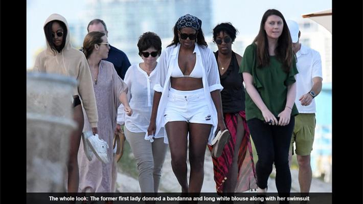 """Fotos de Michelle Obama en bikini causan debate por el uso de """"atuendo inapropiado"""""""