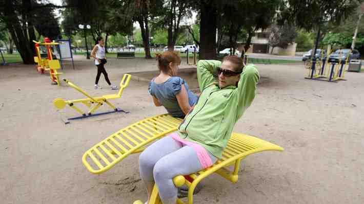 Critican idea de Providencia de cobrar por uso de plazas como gimnasios. ¿Estás de acuerdo??