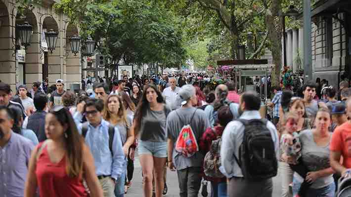 Investigación revela cómo nos percibimos los chilenos. ¿Qué concluyes del estudio?