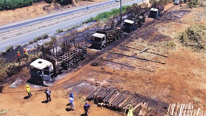 Nuevo ataque incendiario en La Araucanía: Fiscalía confirma que cuatro camiones fueron quemados en la comuna de Ercilla