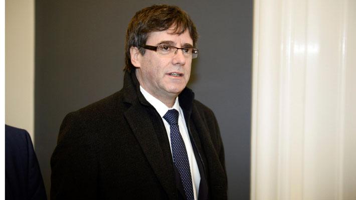 Parlamento catalán aplaza sesión de investidura de Puigdemont como Presidente de Cataluña