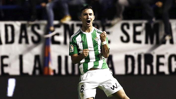 ¿Regresará al fútbol chileno? Felipe Gutiérrez fue desvinculado del Real Betis y se queda sin club