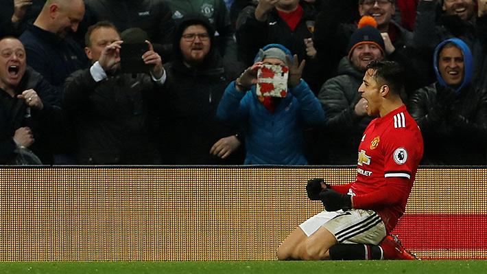 Alexis brilla en su estreno en Old Trafford: Anota su primer gol con el United y es la gran figura en triunfo de su equipo