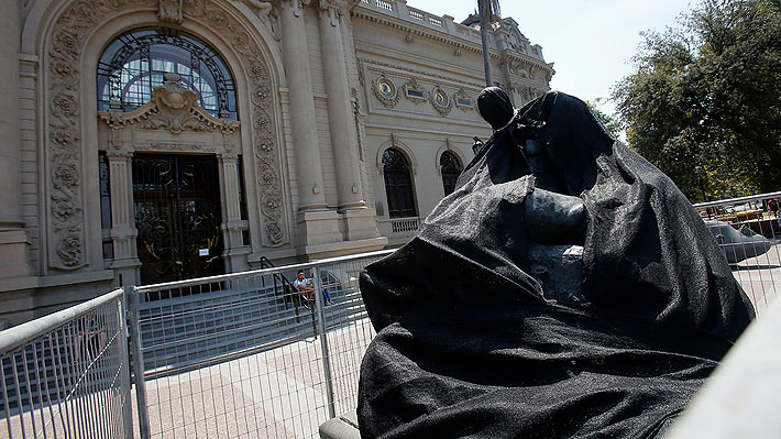 Polémica tras paso de la Fórmula E: Presentan querella por daño a icónica escultura del Museo de Bellas Artes