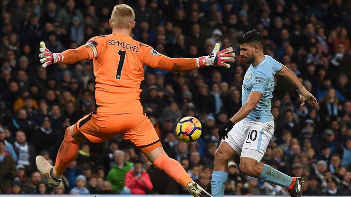 Hasta con grosero error del portero rival: Agüero deslumbra con cuatro goles en victoria del City que le saca 16 puntos al United