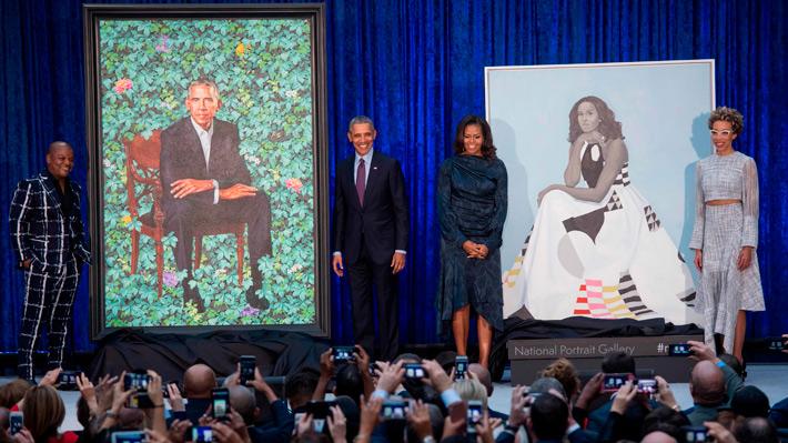 La familia Obama reaparece para presentación de retratos