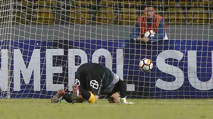 Eduardo Lobos vuelve a sufrir en el arco de Everton: Mira el grosero error del portero que permitió el empate de Caracas