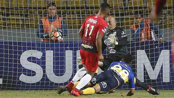Error de Eduardo Lobos fue clave en la caída de Everton ante el discreto Caracas, que lo deja complicado en la Sudamericana