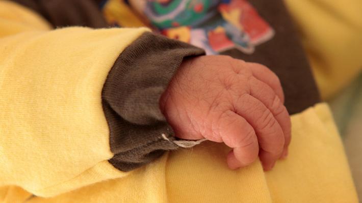 Suplemento neonatal contaminado habría provocado la muerte de dos recién nacidos en clínica