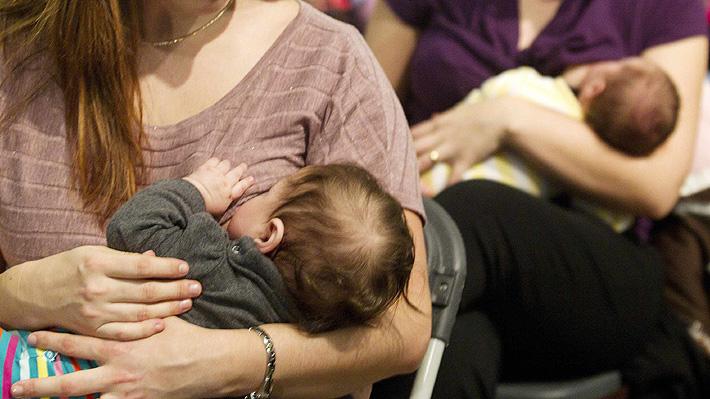 Conocida marca de ropa gana aplausos al defender la lactancia materna en campaña publicitaria