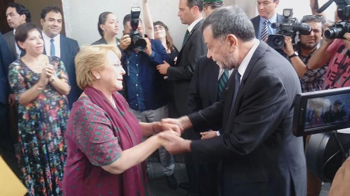 """Aleuy se despide de La Moneda y da el """"sentido pésame"""" a nuevo subsecretario Ubilla"""